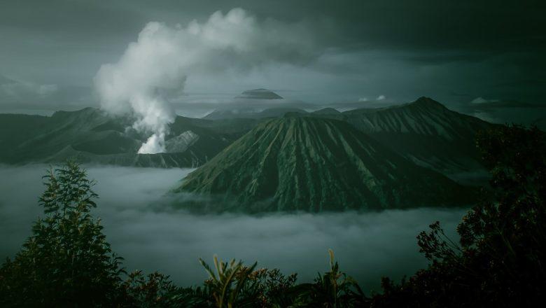 Mount Bromo Indonesia या मुस्लिम देशात रोज  गणपतीची पूजा करतात
